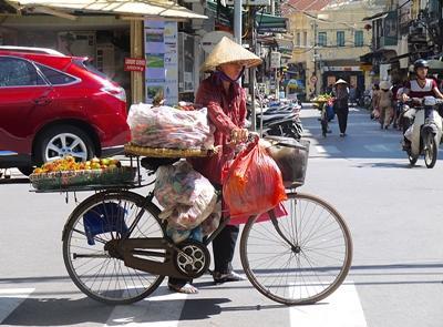 Scenic photo of local vendor on Hanoi street, Vietnam