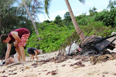 TView of the dirty beach that the Projects Abroad conservation volunteers cleaning up