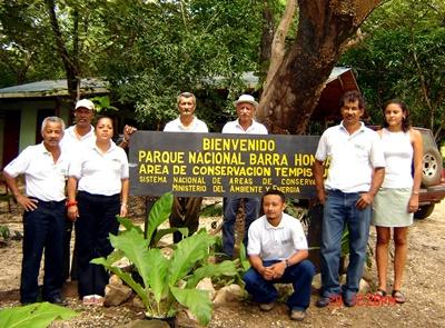 Volunteers at Barra Honda in Costa Rica