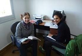 A volunteer learns Spanish from her language course tutor in Argentina.
