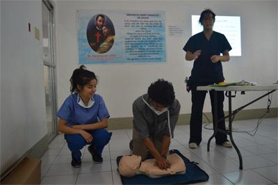 Projects Abroad Public Health volunteers demonstrate first aid techniques at their placement in Philippines