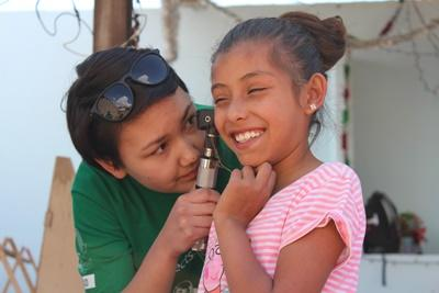 A Projects Abroad Nursing volunteer examines a Mexican patient during her placement work overseas