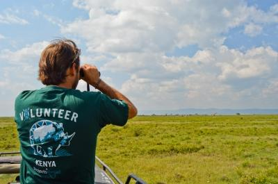 Volunteer in Kenya overlooking nature
